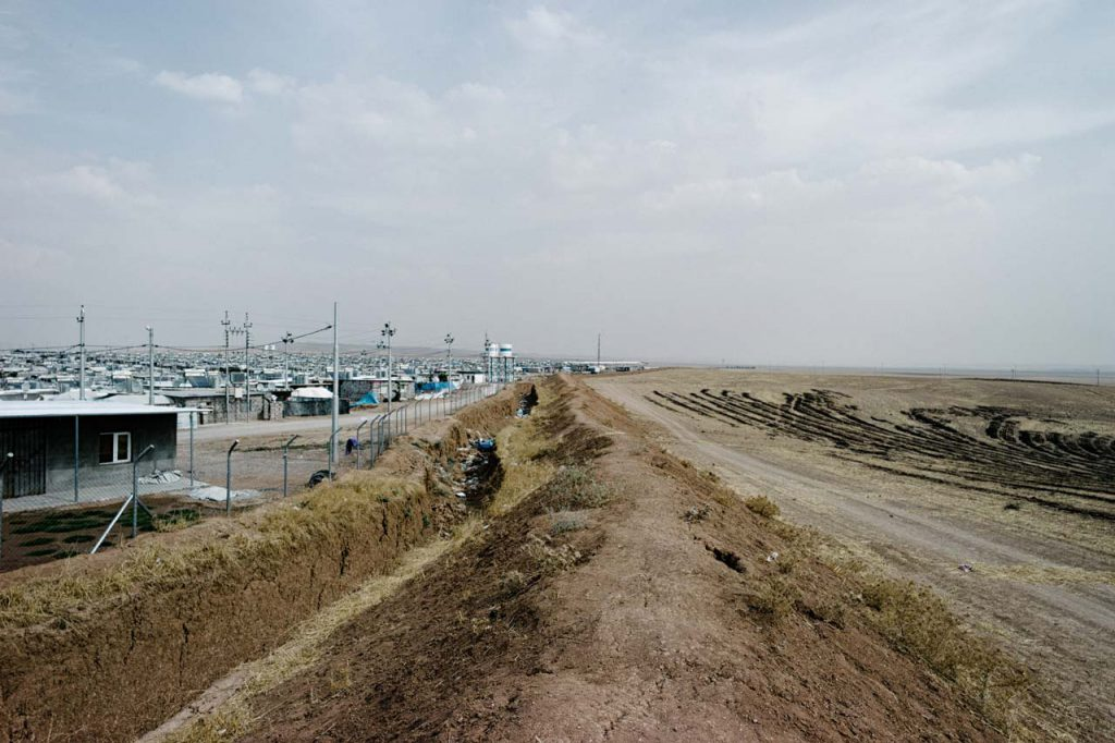 Die syrischen Flüchtlinge begegnen in den Flüchtlingscamps im Irak nahezu unmenschlichen Lebensbedingungen. Ohne die Unterstützung durch Nichtregierungsorganisationen wäre die dortige Situation noch aussichtsloser. Foto: Felix Kleymann