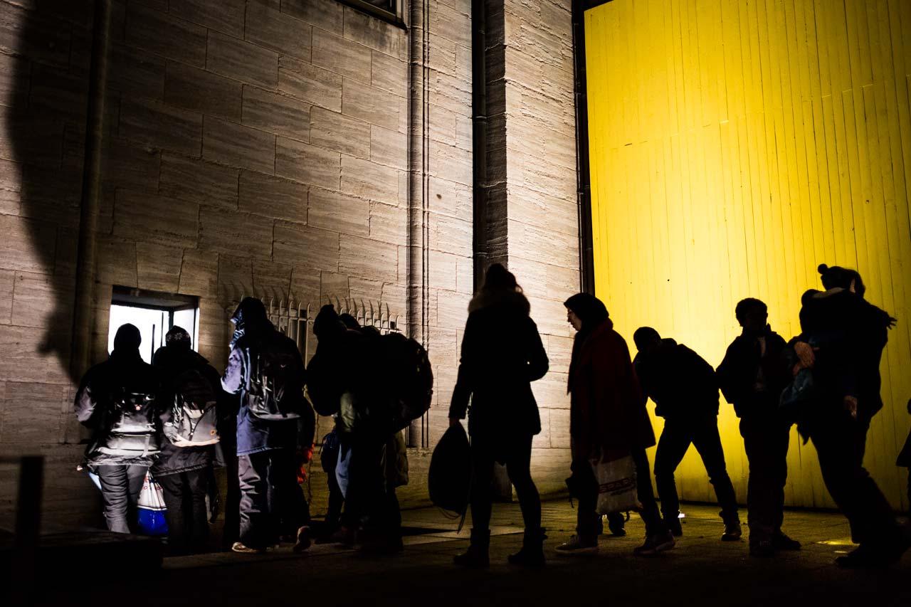 Auch die Hamburger Kunsthalle lässt die Menschen nicht im Regen stehen und bietet als Übergangsunterkunft Schlafmöglichkeiten an. Foto: Philipp Reiss