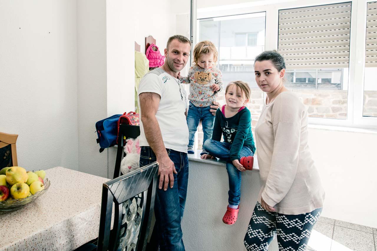 Aus der Serie »Unter dem Schutzschild der Nachbarschaft« – Familie Vojvoda aus dem Kosovo. Foto: Günther Bauer