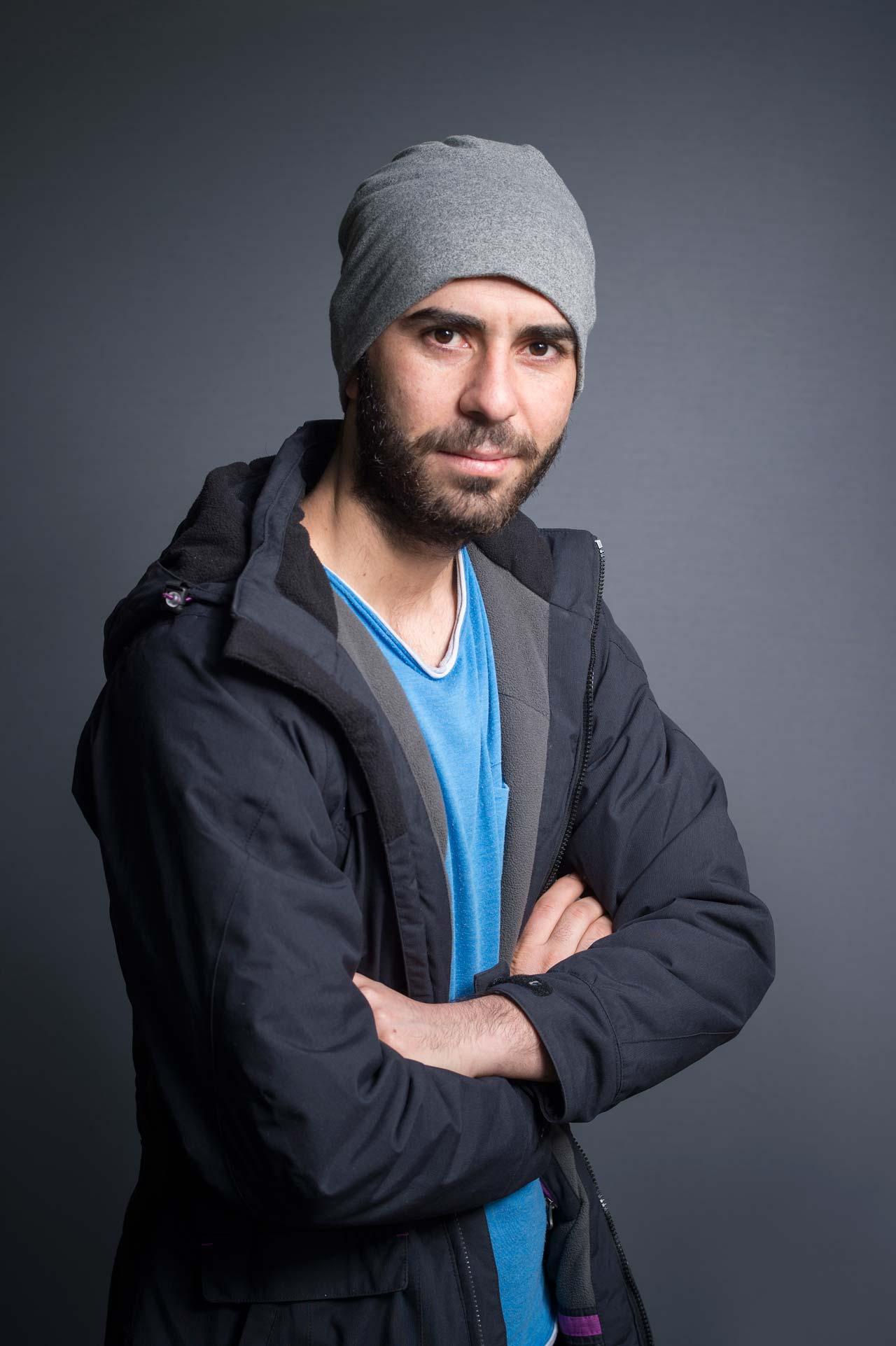 Aus der Serie »Auf der Flucht«. Hasan Kuncisufyanv ist 22 Jahre alt und musste als Jeside aus dem Irak fliehen. Foto: Andreas Buck
