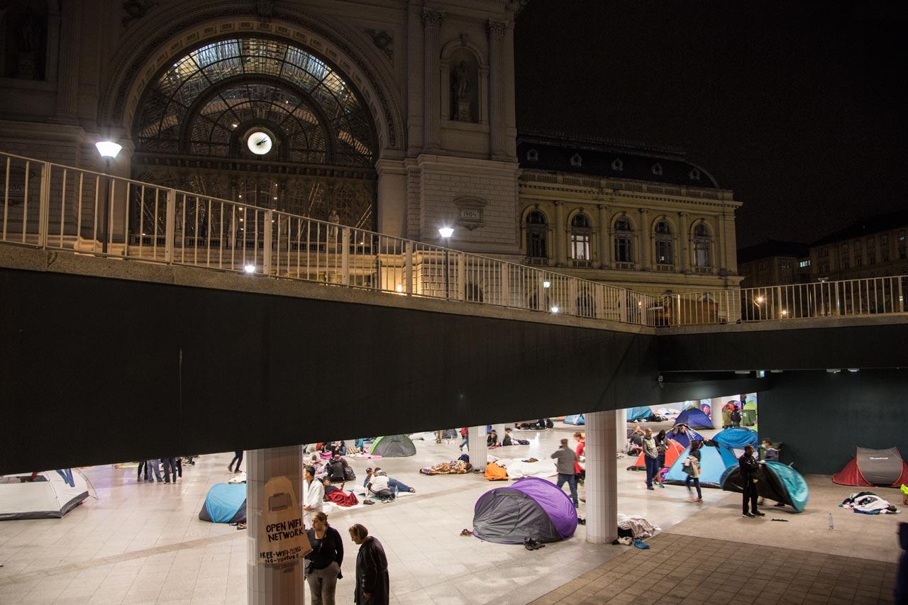 Im Untergeschoss des Budapester Ostbahnhofs übernachten die Flüchtlinge, die über die Balkanroute nach Ungarn gekommen sind. Foto: Eva-Maria Burchard