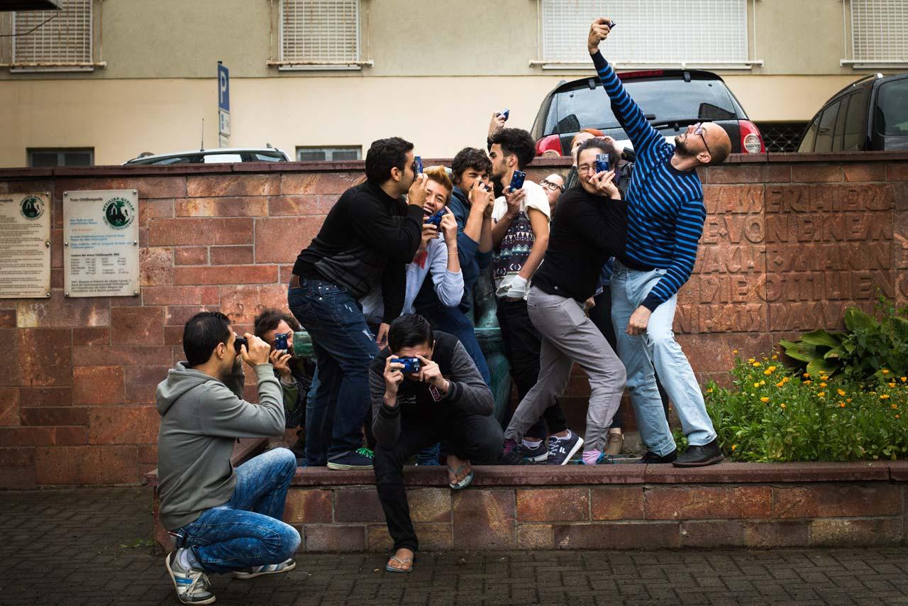 Gruppenfoto während des Fotoworkshops »Meine (neue) Welt«. Foto: Nora Klein