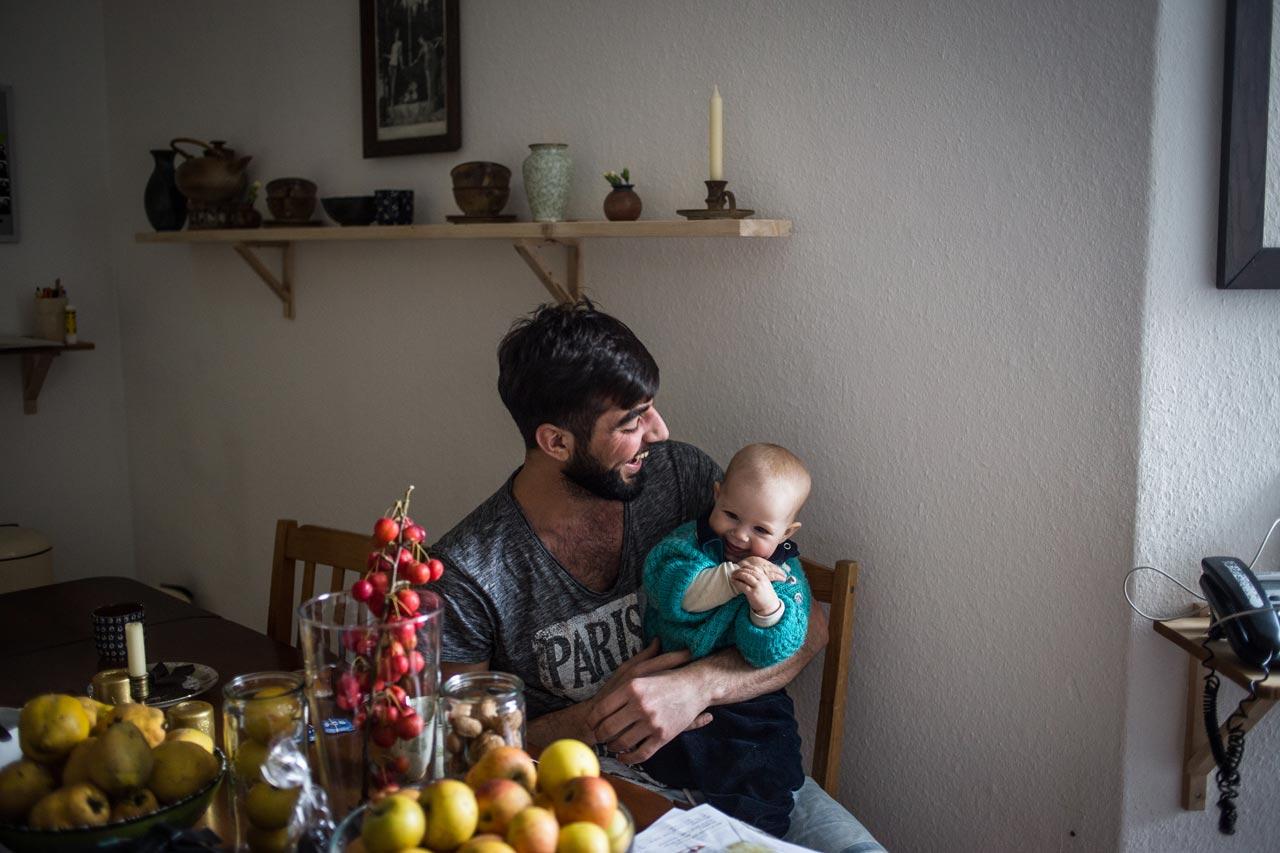 Momamen, 24, aus Mosul, lebt bei einer jungen Familie in Berlin. Foto: Lena Mucha